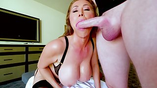 Kianna Dior is first of all her knees blowing and waiting for strong facial