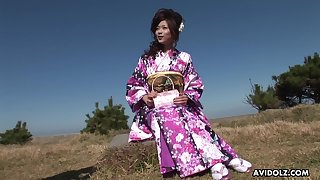 Kimono girl wraps her face dejected around his immutable dick