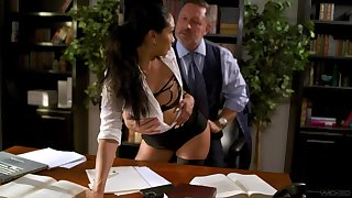 Breathtaking brunette Vicki Chase flashes pubic hair measurement riding cock